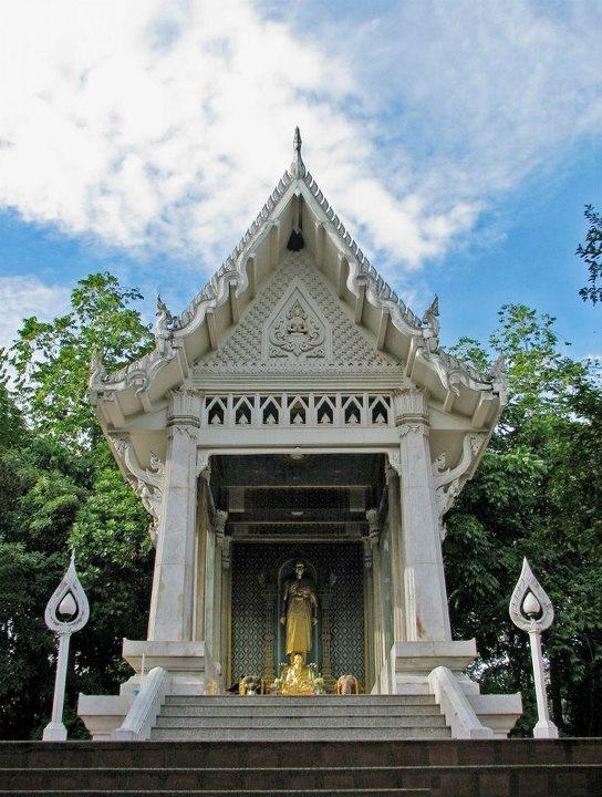 วิหารพระมงคลเทพมุนี
