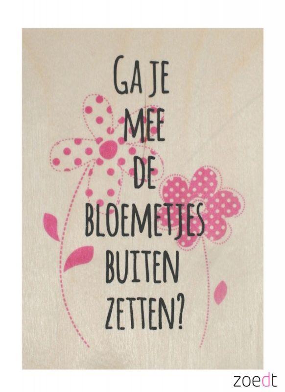 Houten kaartje met de tekst: Ga je mee de bloemetjes buiten zetten - #Woodencard - #Card - #Quote - Buy it at www.vanmariel.nl - Card € 4,95