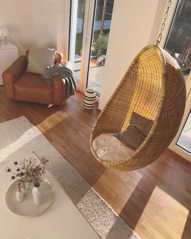 Gleich zwei meiner liebsten Sitzgelegenheiten auf einem Bild vereint. 💛  #iic… #Wohnzimmer