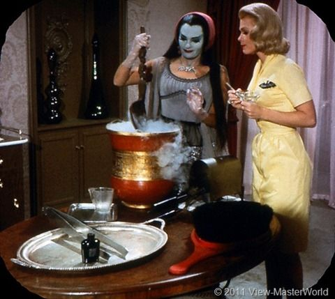 View-Master The Munsters (B481), Scene 5 Lily's beauty parlor