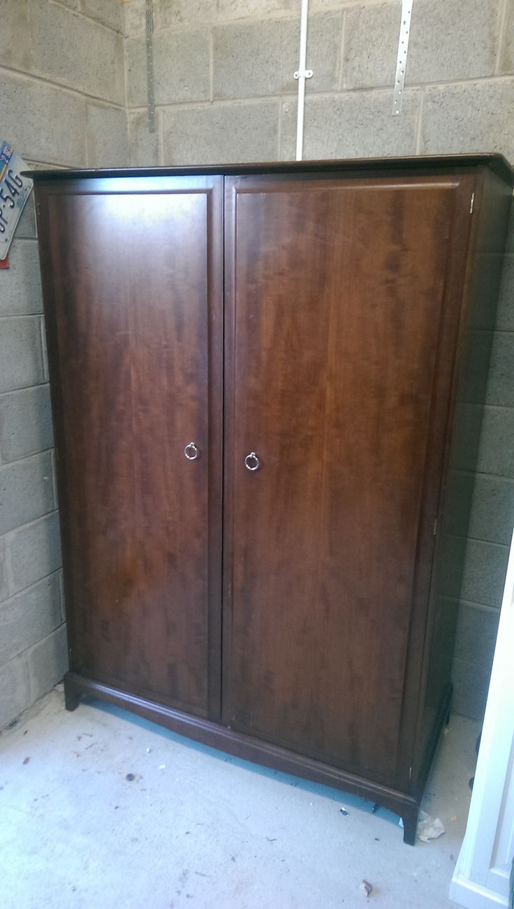 Stag minstrel wardrobe excellent quality furniture. 145 euros
