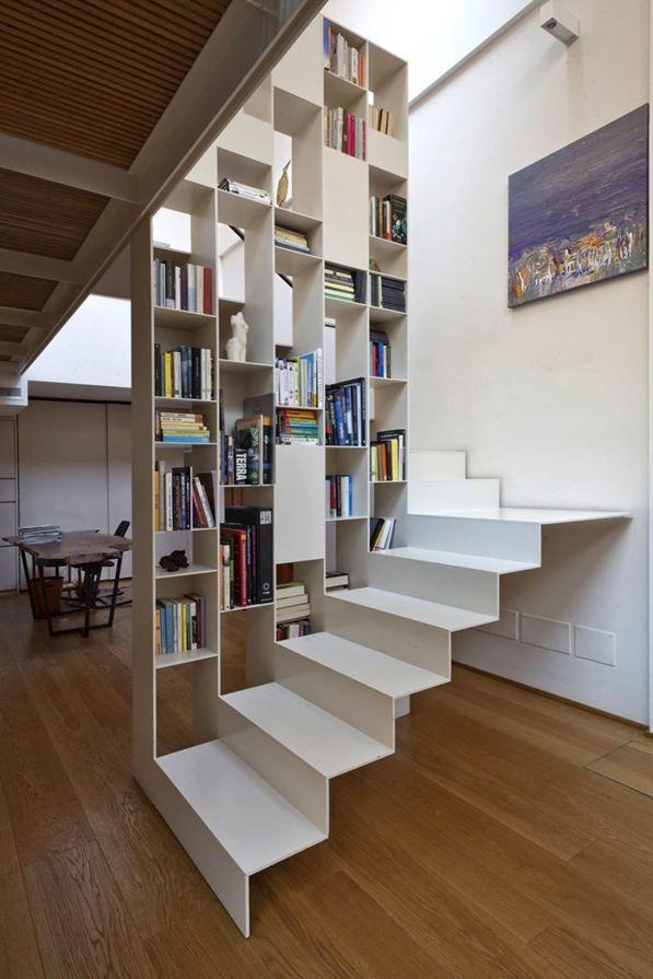 Intégration de la biblio à l'escalier