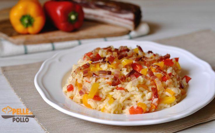 Gustoso e semplicissimo risotto ai peperoni e pancetta affumicata croccante. Ricetta primo piatto facile e veloce, perfetta per il pranzo!