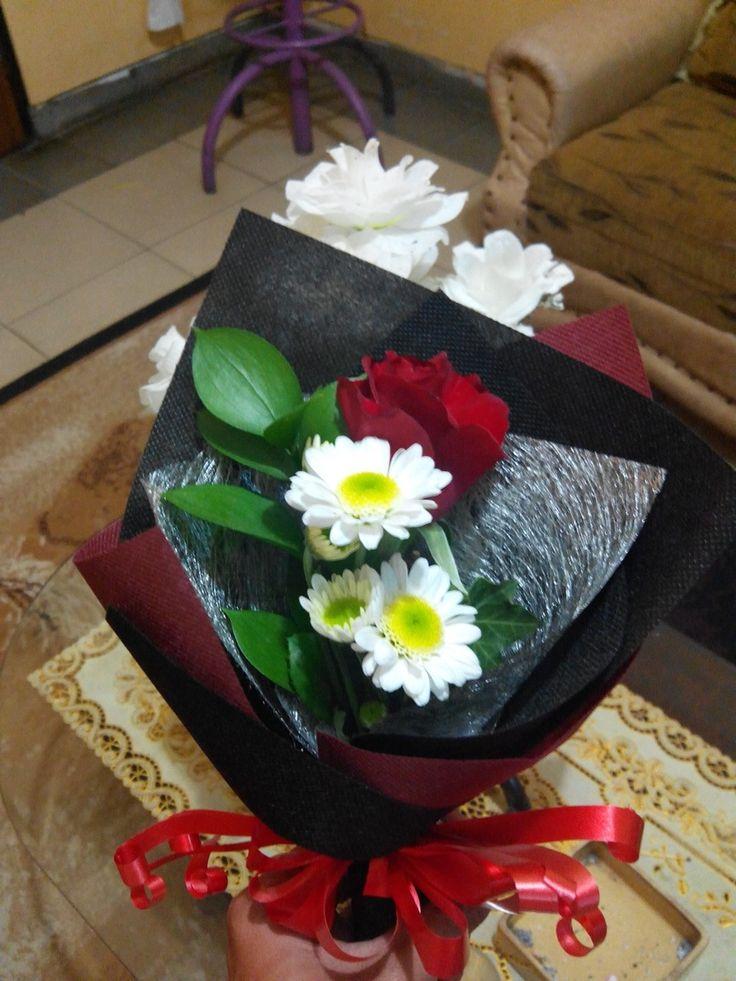 http://tokobungatmii.blogspot.co.id/p/toko-bunga-di-taman-mini.html