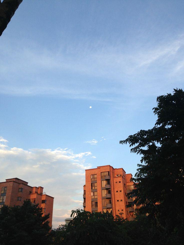 Cielo de uno de estos días, desde Pereira :). Envía @camilahates