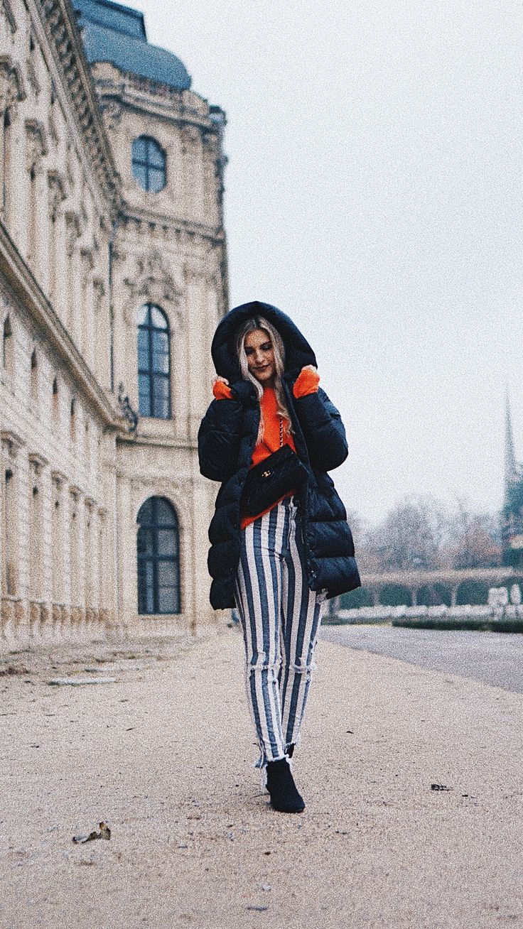 @cityhopperlook |autumn/winter street style - orange is the new black, striped pants, puffer coat/ Daunenmantel