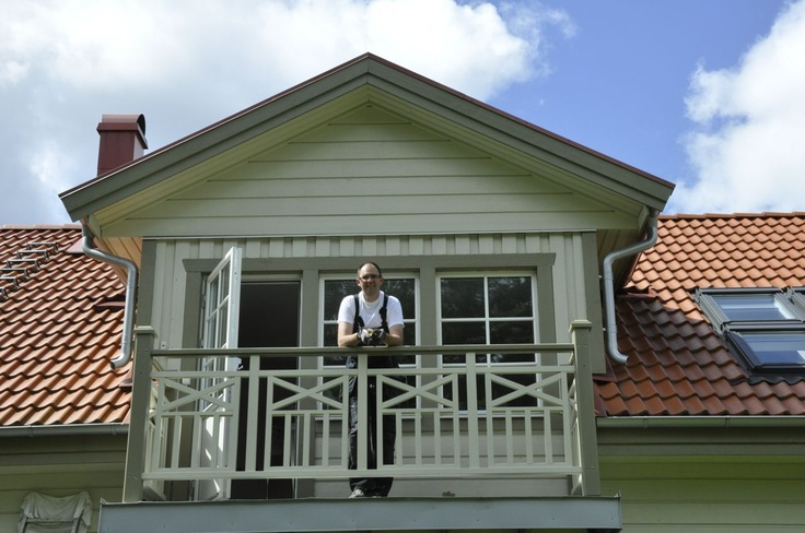 Balkong, balkongräcke, räcke, överliggare, kryss, spjälor