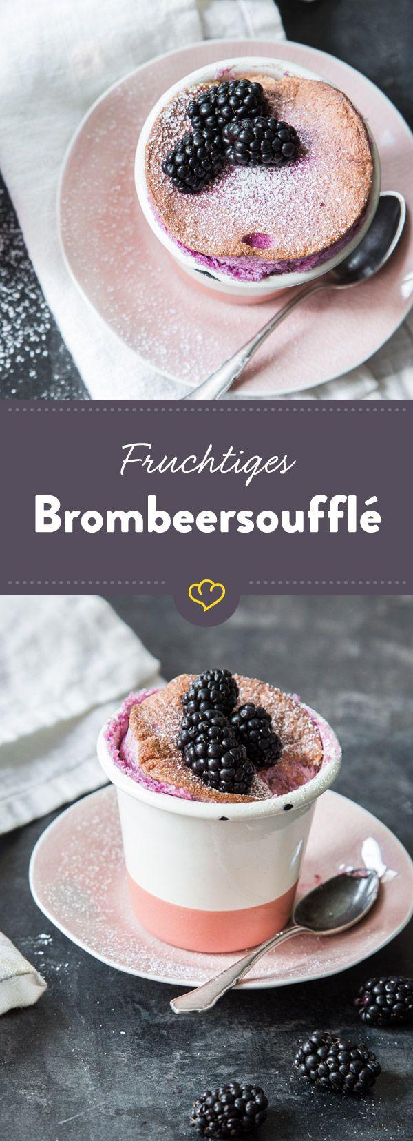 Einfach, schnell und erstaunlich unkompliziert: Dieses luftig-fruchtige Brombeersoufflé hast du im Handumdrehen serviert!