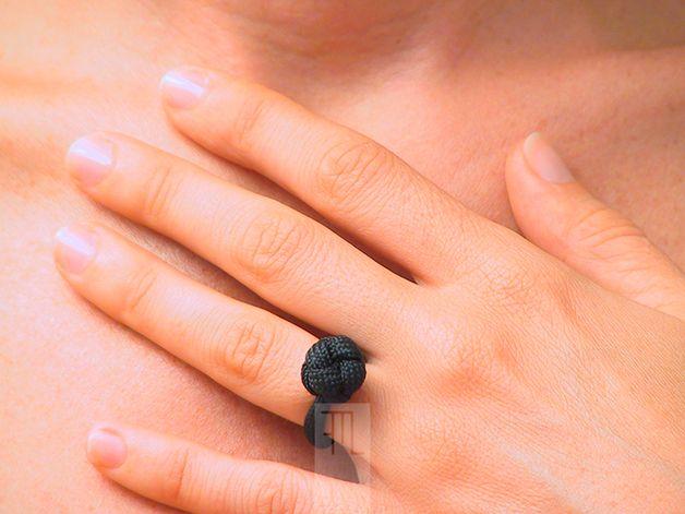 Anelli - #solitario in #paracord nera con nodo diamante - un prodotto unico di #FMLdesign su #DaWanda
