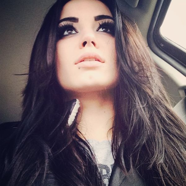 wwe's paige leg pics | ... New Photos Of Paige: Selfies, With Her Family, WWE NXT Shots & More
