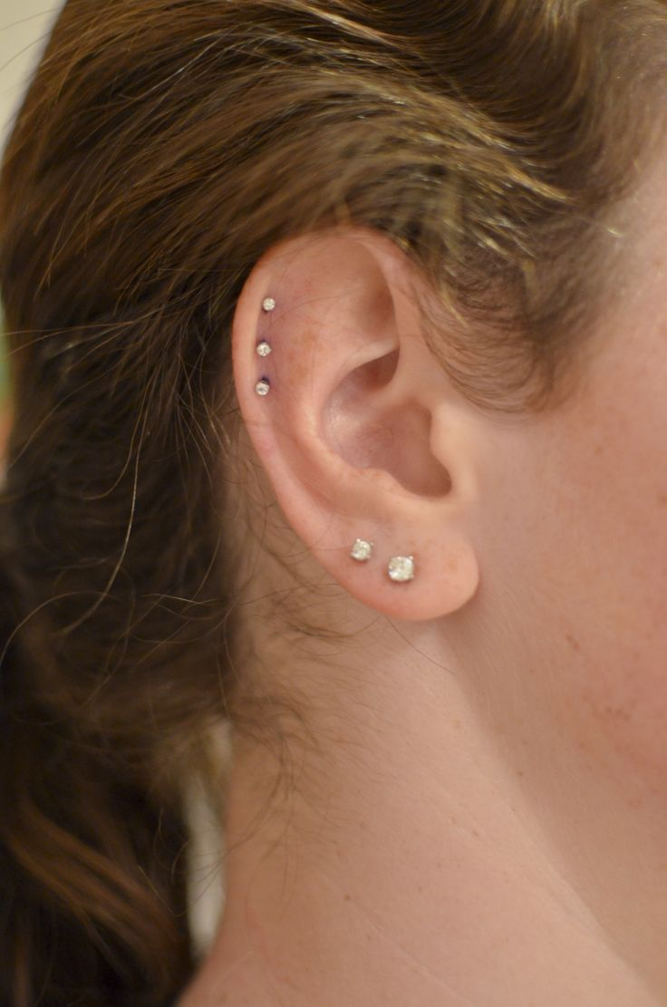 ear piercings triple cartilage | Piercings, Cute piercings ...