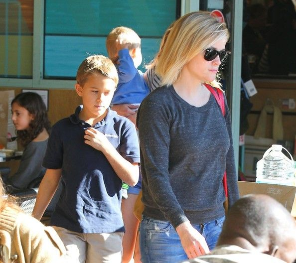 Deacon Phillippe Photos - Reese Witherspoon Spends the Day with Her Kids — Part 2 - Zimbio