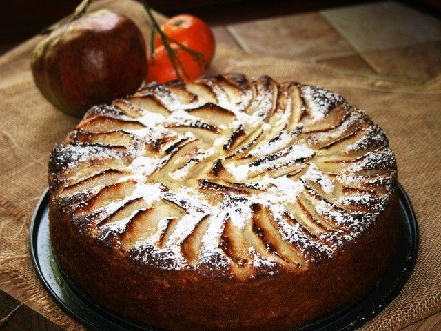 Sfornate , lasciate raffreddare e passate la torta nel piatto di portata cospargendola bene con zucchero a velo