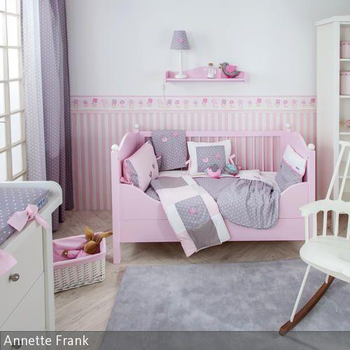 New Zauberhafte Babyzimmer Kollektion mit V gelchenapplikationen auf den Babytextilien und Babym beln in rosa und wei Farbwelt