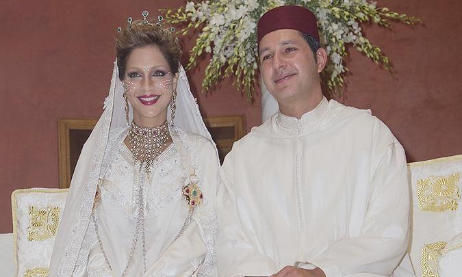 Lalla Soukaina, hija de Lalla Meryem y sobrina del rey Mohamed VI, y su marido, Mohamed El Mehdi Ben Abdelmottaleb Regragui anuncian que el 27 de septiembre de 2015 la Princesa, de 29 años, dio a luz mellizos en Paris. De acuerdo con el rito musulmán, al 7mo día se celebrará el bautizo y se desvelará el sexo y nombres. El Rey viajó hasta la Paris para conocer a los niños. En junio de 2014, la pareja protagonizó la  boda de la década cuando celebraron su unión en el Palacio Real de Rabat.