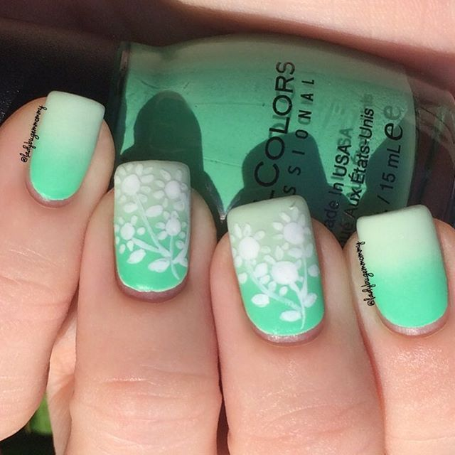 Today I have some rudimentary doodle flowers over a minty matte green gradient (some alliteration for you). I used @sinfulcolors_official Mint Tropics and @sally_hansen Mint Sorbet for the #gradientnails, and used my # 0000 brush from @winstonia_store and white acrylic paint for the design. I topped with @essiepolish Matte About You and cleaned up with my @joliepolish brush. Mint gives me a headache, so I can only enjoy it on my nails. Have a great weekend, my friends! 💚🐞