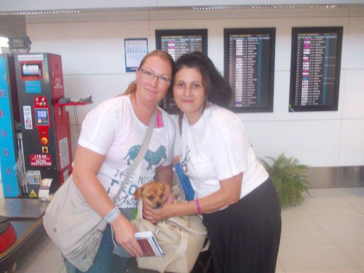 Flori, Malin och Roberta på flygplatsen