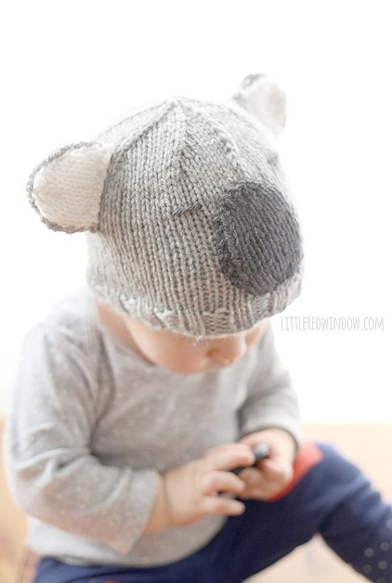 Le patron pour tricoter un bonnet ours de Koala venait de ce que mon plus  jeune, comme beaucoup de bébés, aimait à porter autour. Surtout par… c820b032793