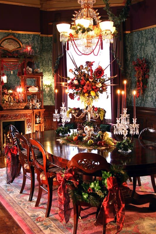 Best 25 victorian christmas decorations ideas on for Victorian house dining room ideas