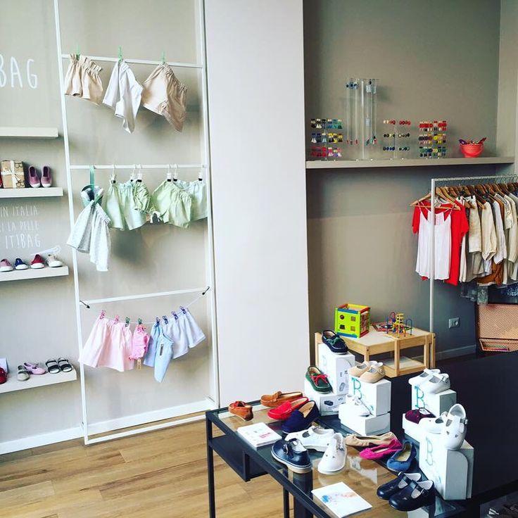 Mamme e bimbi di Milano: Vi aspettiamo oggi e domani dalle 10,30 alle 14 e dalle 15,30 alle 19,30 da it! and more per una divertente merenda in compagna della vendita speciale Babidetta❤️ e per voi mamme...tutti i Bijoux FG ❤️ #openday #kids #merenda #breakfast #baby #mum #mother #mamma #milano #corsogenova #shopping #bijouxfg #madeinitaly #ilovemadeinitaly #fromgenovawithlove❤️ #costumi #scarpe #collane #orecchini #resina #igersgenova #zigzag #shoppinginmilan #bijouxfgaddicted…