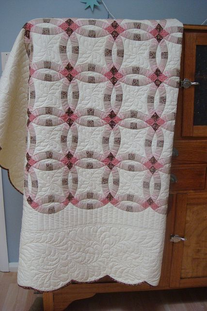 Double Wedding Ring Quilt With Nice Color Shading Also Fabulous Quilting Unusual To Have Large White Border But Still Has Scalloped Edges