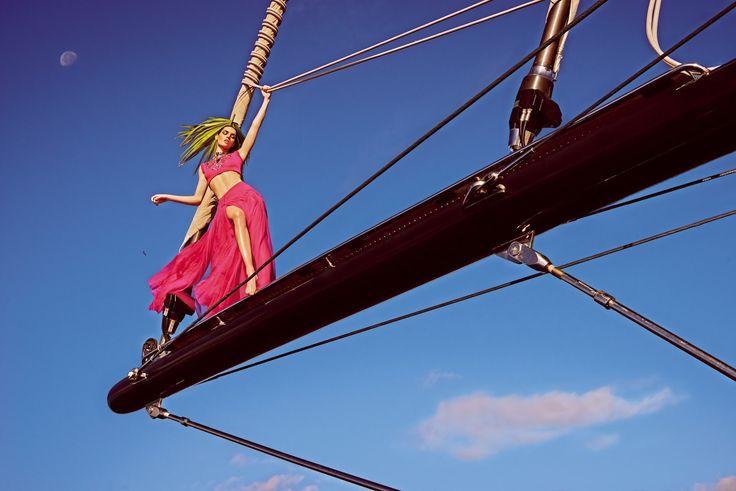 Mariano Vivanco. Hilary Rhoda, Vogue Japão, Maio 2015. [Pinned 28-iii-2017]
