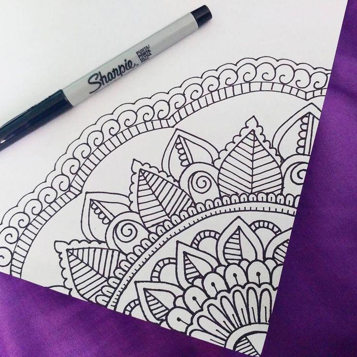 634 Me Gusta 9 Comentarios Daniela 16 Danielagmr Art En Instagram Mandala Mandaladesi Mandala Drawing Mandala Design Art Easy Mandala Drawing