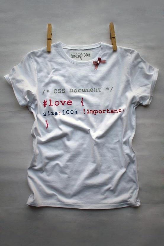 CODE IN LOVE,  realizzata con colori per stoffa, dipinta a mano e customizzata con borchietta argentata e fiocchetto in raso.