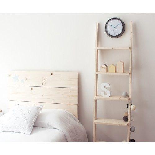 Una práctica y decorativa escalera-estantería de madera. Ideal para decorar…