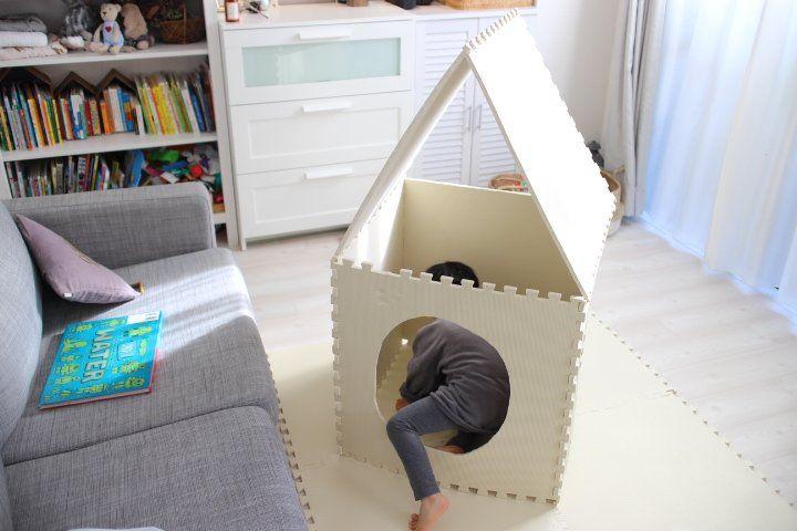 敷くだけじゃなかった ジョイントマットが赤ちゃんと幼児の室内遊びで使えまくる 後編 ジョイントマット 室内 家 遊び