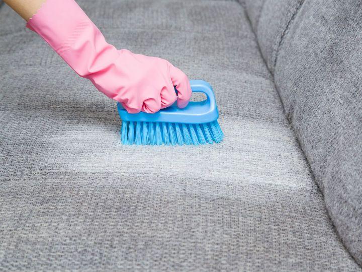 Desinfecta Los Sillones De Tela Y Olvídate De Las Bacterias Limpieza De Muebles De Tela Limpiar Tapiceria Limpieza De Muebles
