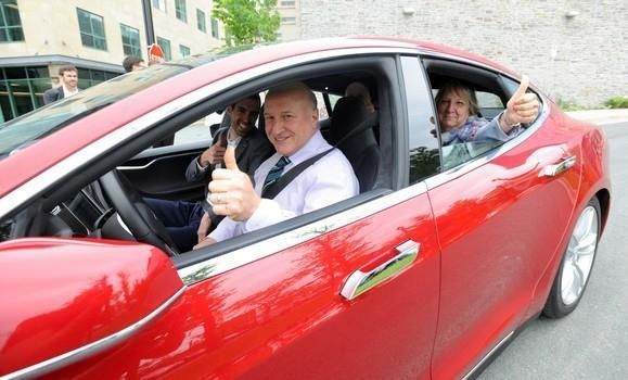 Tesla Battery Researcher Jeff Dahn Wins Prestigious Award  Above: Tesla battery researcher Jeff Dahn in the drivers seat of a Tesla Model S(Source:Dalhousie Universitynews)  TESLA BATTERY RESEARCHER WINS AWARD [VIDEO]  Jeff Dahn a leading battery researcher for Teslahas won the prestigious GerhardHerzbergCanada Gold Medal for Science and Engineering. CBC News reports that Jeff Dahn has played a large part in making these batteries increasingly efficient [and] now in collaboration with…