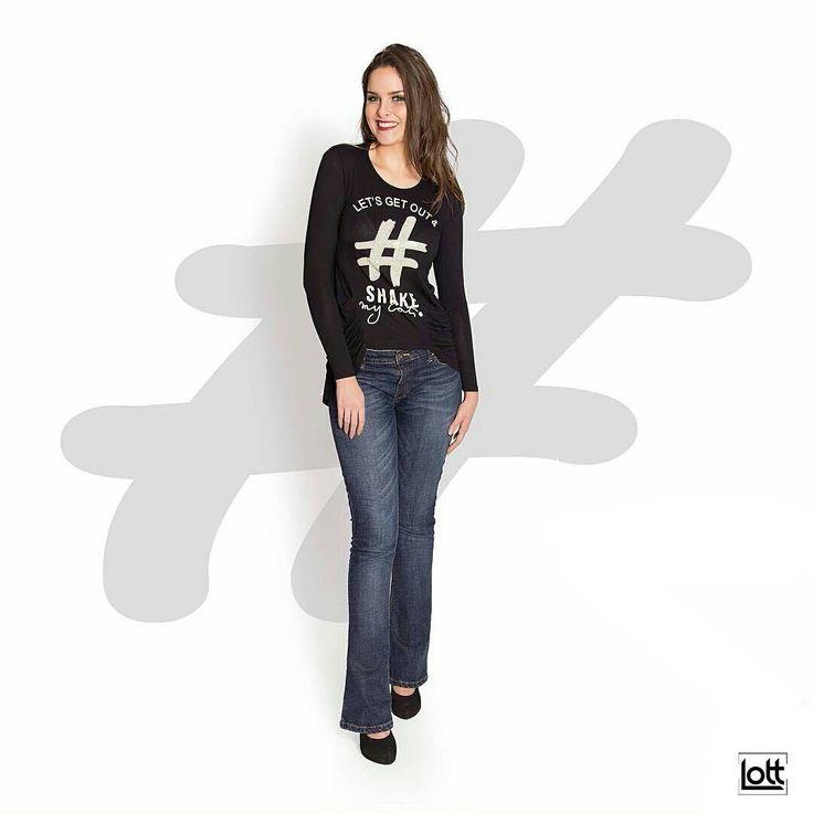 Lindérrima essa #blusinha manga longa estampada com #pedraria na #hashtag. Olha o corte diferenciado dela na barra, que bafo! 😱😲😍😍😍 [blusa hashtag: 89,90]  Snap 👻 LOJASLOTT Disponível na loja física ou pelo whatsaap (18) 99610-3513. Acesse nosso site www.lottstore.com.br  #outonoinverno #oitonoinverno2016 #tendencia #tshirt #moda #modinha #lottstore #lottstore #acessorios #acessories #👕 #socialfashion #love #stylo #estilo #iloveit #fashion #bolsa #bag #inspired #newvision #iloveit…