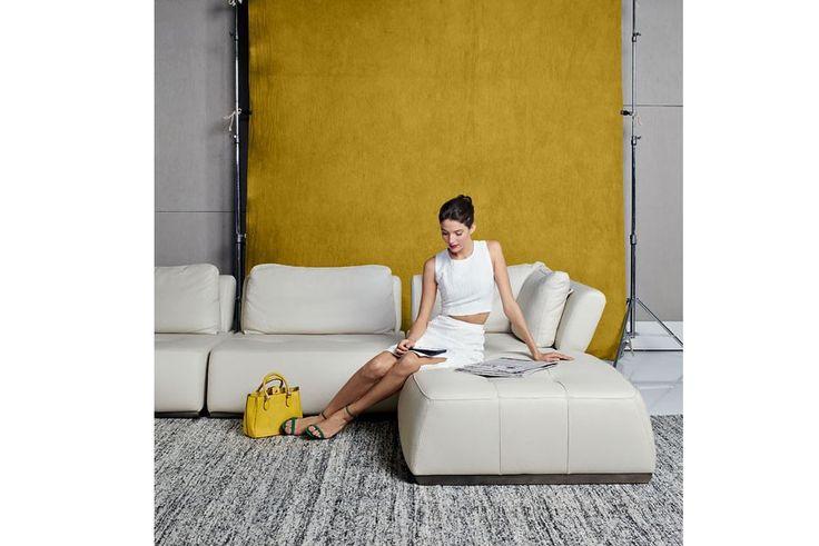 Módulos Astoria (2015), de jequitibá maciço e revestimento de couro, 1,01 x 0,66 x 1,01 m, da Artefacto, R$ 36.261,87