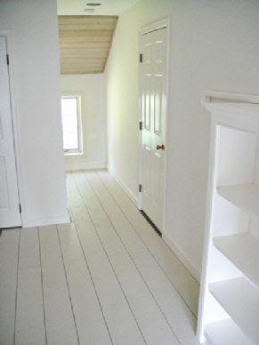 25 beste idee n over geschilderde vloeren op pinterest witte geschilderde vloeren - Geschilderde houten trap ...