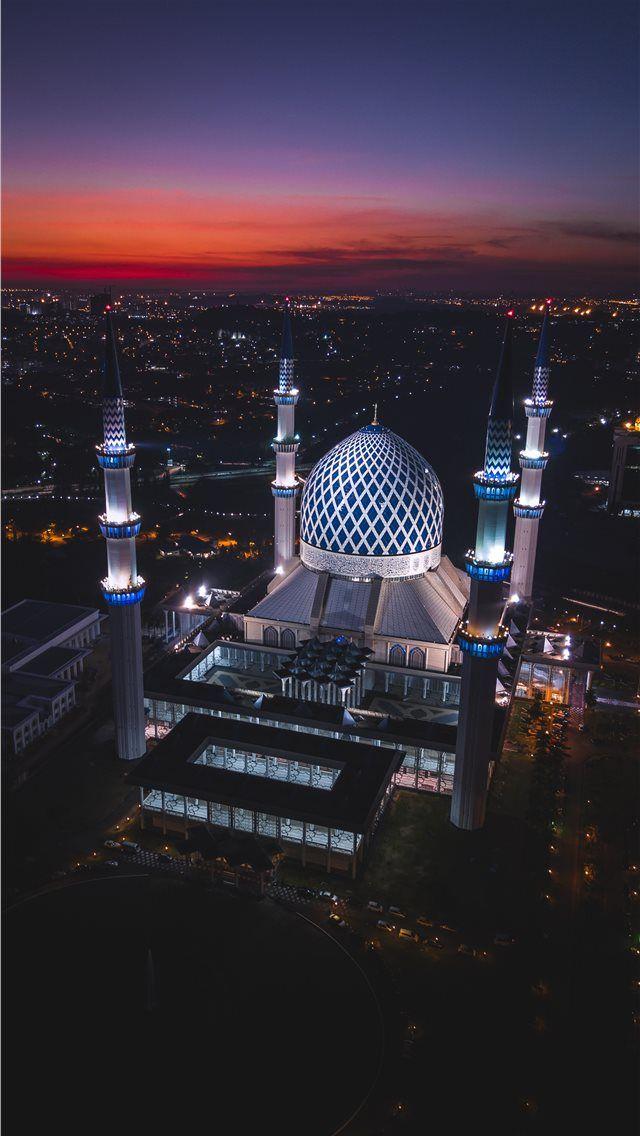 Sultan Salahuddin Abdul Aziz Mosque Iphone Wallpapers Islamic Wallpaper Iphone Mecca Wallpaper Beautiful Mosques