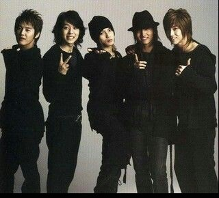 tvxq back at the time when they still were all together...best kpop group that ever existed...
