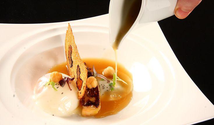 Huevo poche con ravioli de morcilla foie y caldo de garbanzos. Solana Restaurante, Ampuero  | Cantabria | Spain