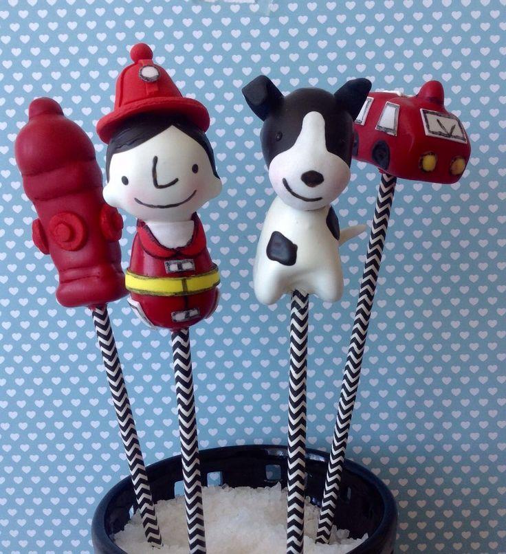 Cakepops bombeiro, hidrante, carro bombeiro, cachorro, menino by @sugarcuore - instagran  , inspirados na arte @ricardomourailustracoes