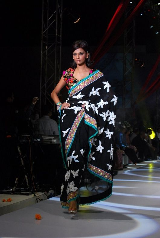 Vikram Phadnis and Fiat Linea : Happy together    designer saree