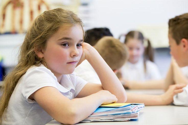 Grupo de pais ingleses reivindicam contra pressão que filhos sofrem em escola com testes inapropriados.