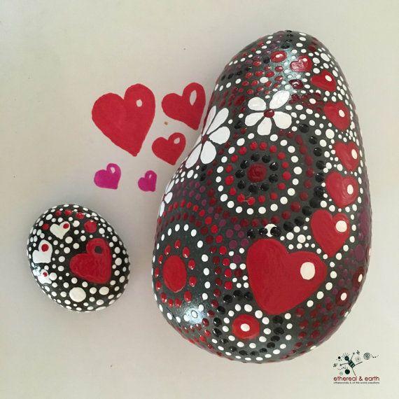 Rock Art Rock peint Motif coeur Mandala par etherealearthrockart