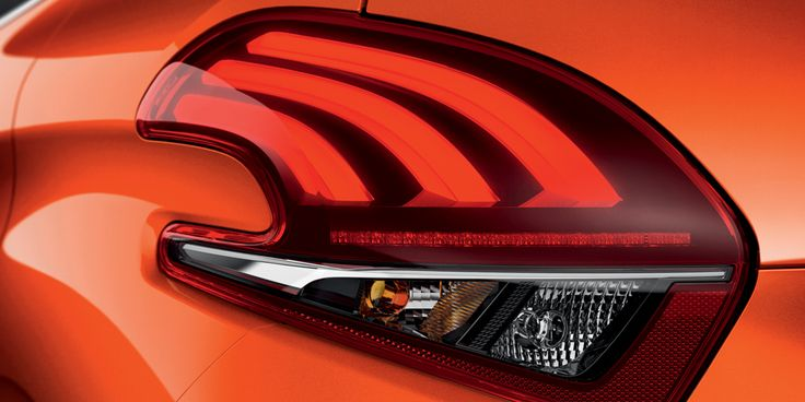 Redesigned rear lights give the New 208 a more confident, intense look, with red 3D full LEDs in the iconic Peugeot lion claw motif.