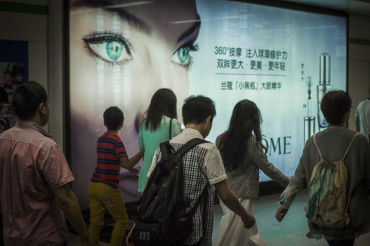 Watching… People Square, Line 2 Shanghai Metro. Saturday, 4th June, 2016. Photography Wil Graham