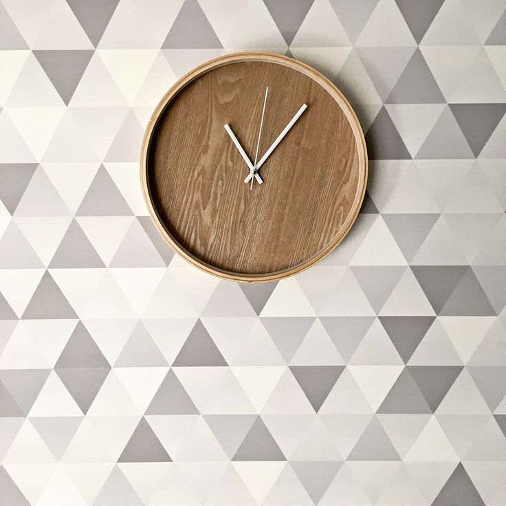 Scandinavian apartment with geometric pattern from Pixers. Source: lililove_deco https://www.instagram.com/p/BSdXOephQzM/ #geometric #scandinavian #clock #geometry #Pixers #walldesign #interior