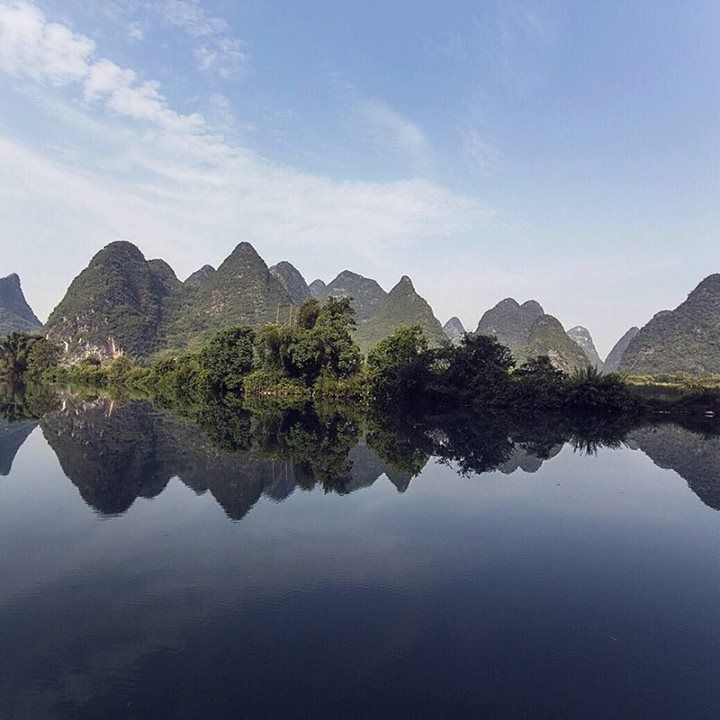Comparateur de voyages http://www.hotels-live.com : Xian de Yangshuo ( New Moon) was discovered by backpackers. Because of its symmetry they were unable to distinguish where the sky began and water ended. Proof enough to take that leap and start your journey! #AccorHotels #Unexpected #symmetry #lake #blueskies #blue #sky #nature #discover #explore #China #leap #dream #big #dreambig #search #find #masterpiece Hotels-live.com via https://www.instagram.com/p/BCIuY5qnku8/ #Flickr via…