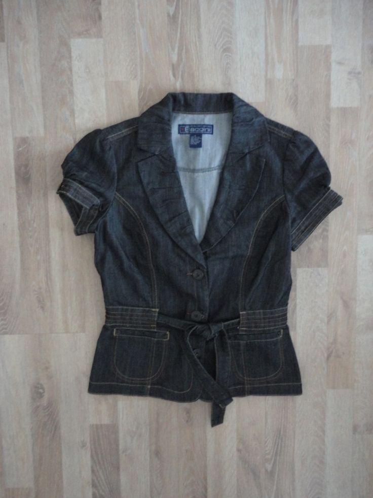 Blazer de denim manga corta, entallado, con lazo en la cintura #baccini #ModaSustentable. Compra esta prenda online! www.saveweb.com.ar