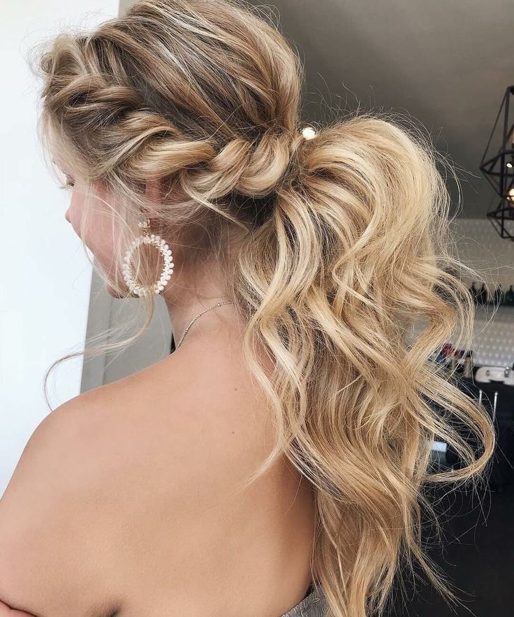 38 Gorgeous Prom Hairstyles Ideas For Women You Must Try Gorgeous Hairstyle Hairstyles Ideas Prom Wome Cute Prom Hairstyles Hair Styles Prom Hair Medium