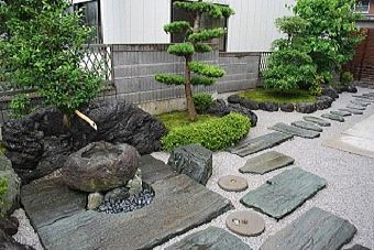 苔の販売(杉苔、ハイ苔)やコケの育て方 < お客様の苔庭写真 | 苔の通販 苔屋