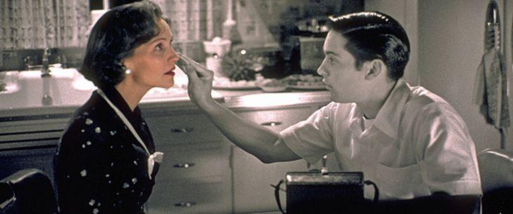 Pleasantville Movie Review & Film Summary (1998) | Roger Ebert